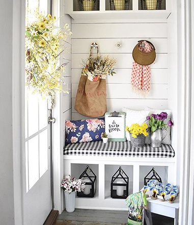 Farmhouse Entryway with Spring Colors