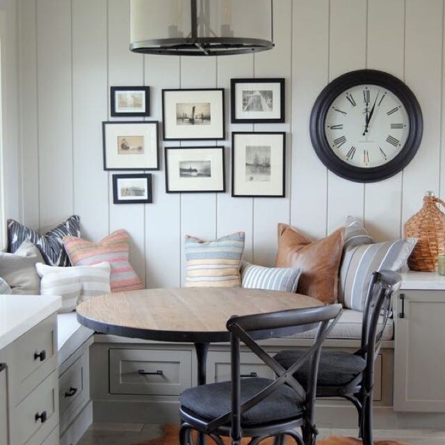breakfast-nook-gallery-wall