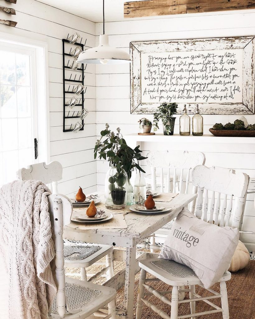 farmhouse-dining-space
