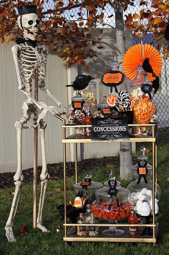 halloween-candy-bar-cart
