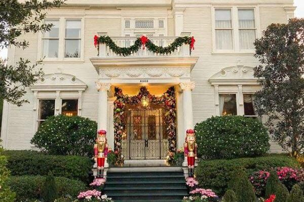 How To Decorate Your Porch For The Christmas Season