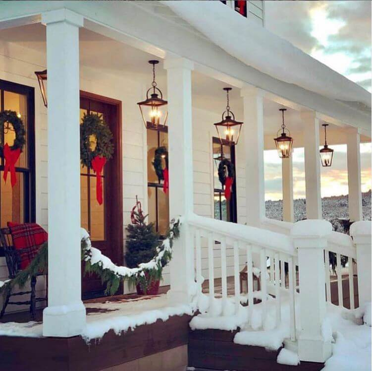 christmas-wreath-farmhouse-porch