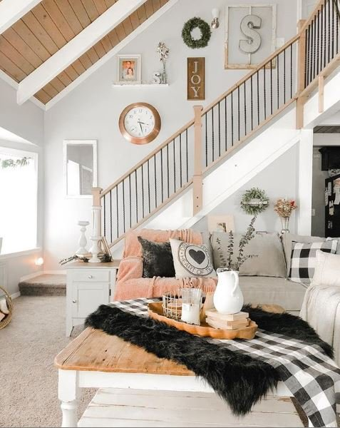 straight-farmhouse-staircase