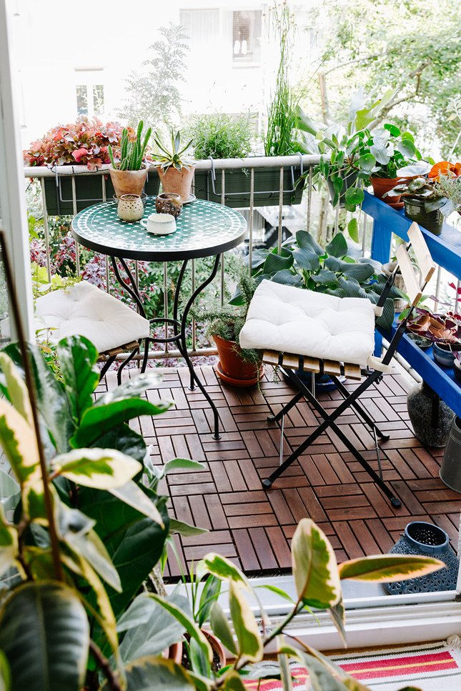 5 Must Have Decor Items for your Balcony Garden